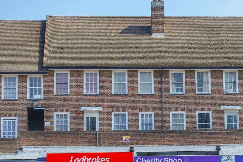 2 Bedrooms Flat for sale in Hook Road, Chessington