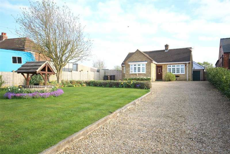 4 Bedrooms Detached Bungalow for sale in Station Road, Heighington, LN4