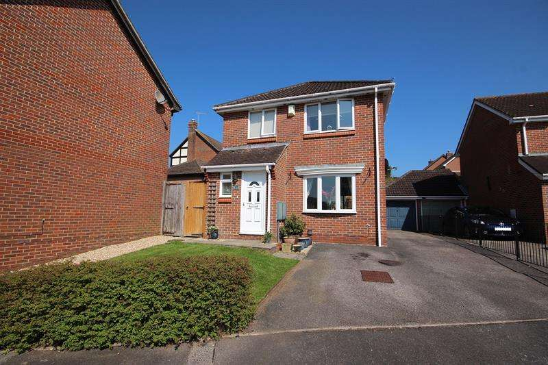 3 Bedrooms Detached House for sale in Sundew Road, Broadstone