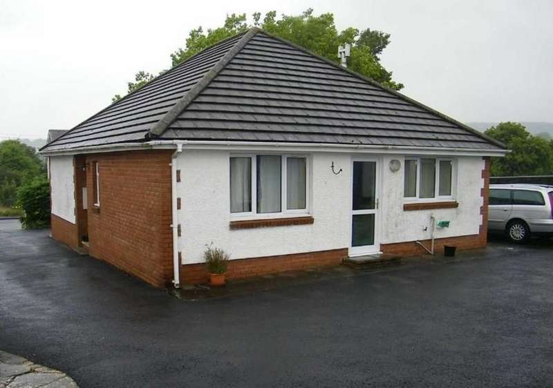 2 Bedrooms Detached Bungalow for sale in Cross Hands Rd, Gorslas, Llanelli, Carmarthenshire