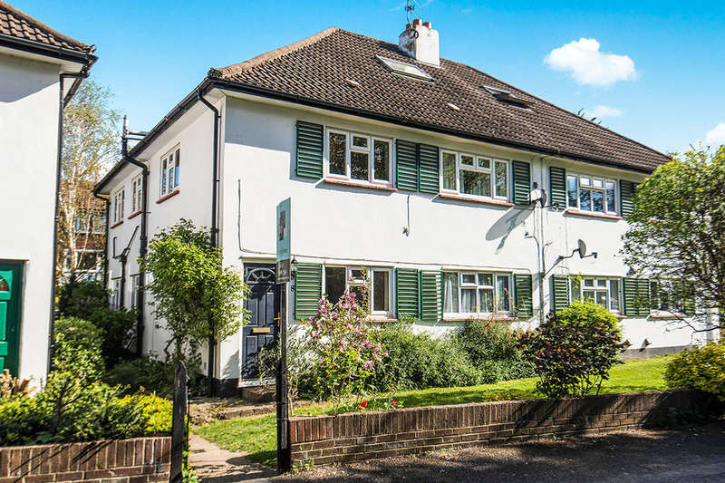 2 Bedrooms Flat for sale in Hazelwood Court South Bank, Surbiton, KT6