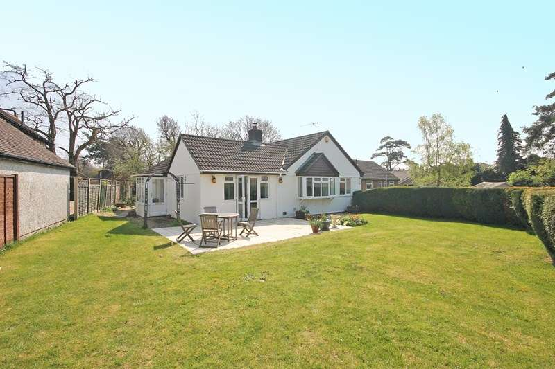4 Bedrooms Detached Bungalow for sale in Merryfield Close, Bransgore, Christchurch