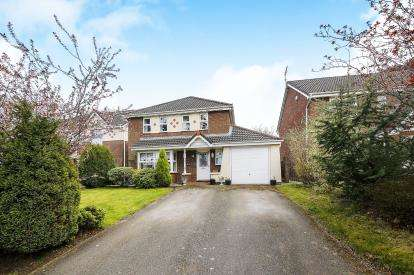 4 Bedrooms Detached House for sale in Redesmere Close, Macclesfield, N/A, Cheshire
