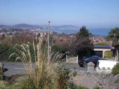 2 Bedrooms Flat for sale in Kings Road, Old Colwyn, Colwyn Bay, Conwy, LL29