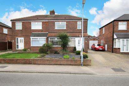 3 Bedrooms Semi Detached House for sale in Cedar Avenue, Wickersley, Rotherham, South Yorkshire