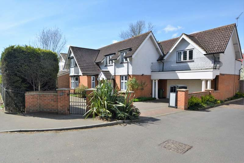 5 Bedrooms Detached House for sale in Charlton Village, Shepperton