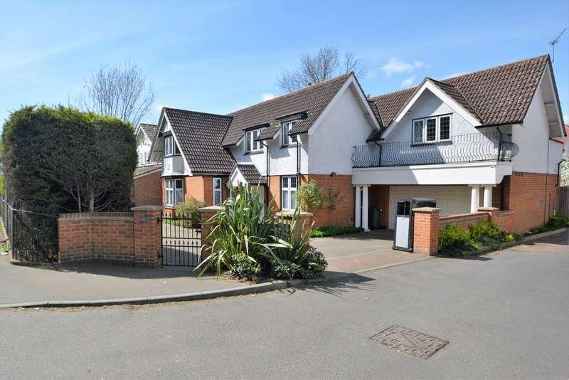 5 Bedrooms Detached House for sale in Charlton Village, Shepperton