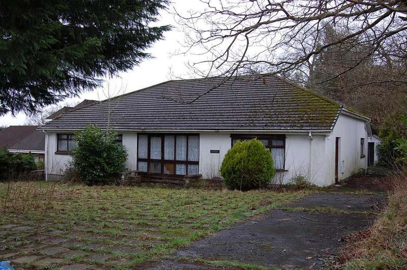 3 Bedrooms Detached Bungalow for sale in Wernoleu Road, Ammanford