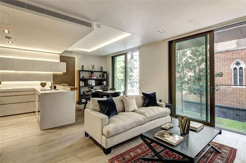 2 Bedrooms Flat for sale in Pearson Square, Fitzrovia, London, W1T