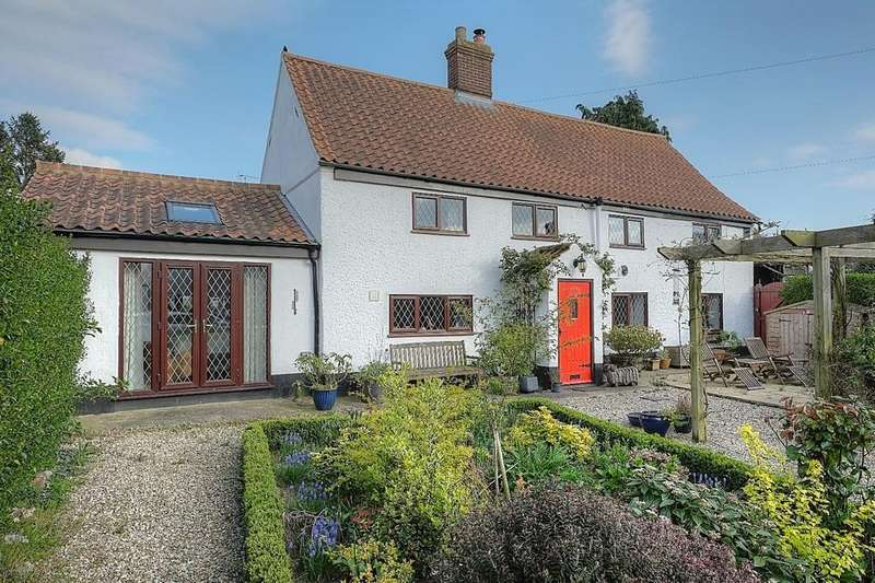 4 Bedrooms Cottage House for sale in Chapel Street, Cawston, Norfolk