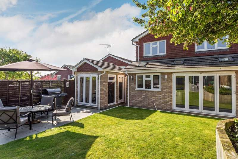 4 Bedrooms Detached House for sale in Eagle Close, ALTON, Hampshire