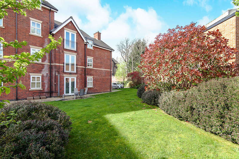 2 Bedrooms Flat for sale in Wellington Road, Eccles, Manchester, M30