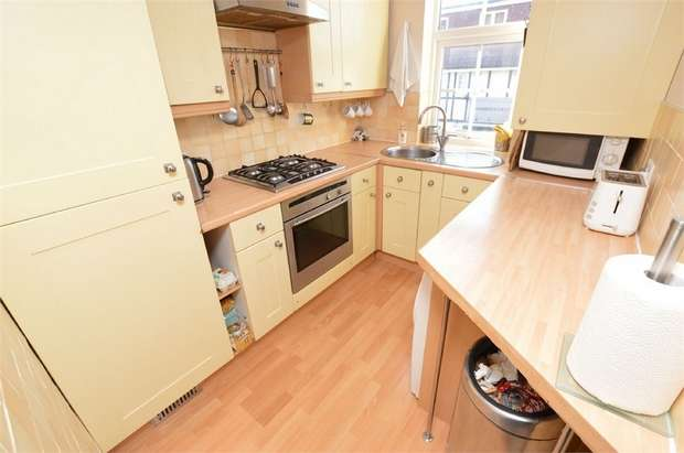 3 Bedrooms Maisonette Flat for sale in Lower Addiscombe Road, Croydon