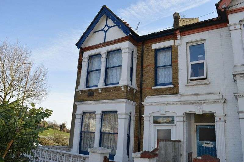 4 Bedrooms Terraced House for sale in Heygate Avenue, Southend-On-Sea