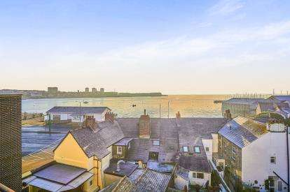 3 Bedrooms Flat for sale in Torpoint, Cornwall, UK