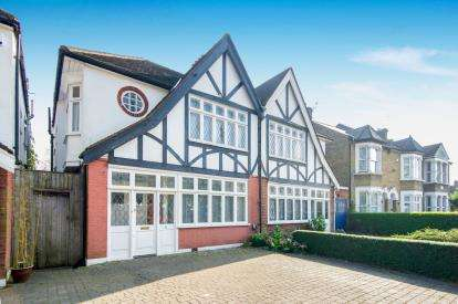 4 Bedrooms Semi Detached House for sale in Bramley Road, Oakwood, London, .