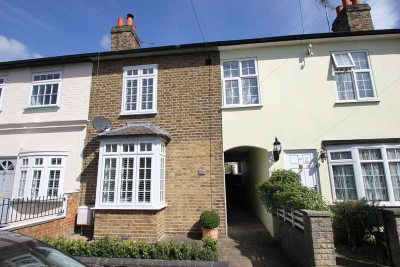 3 Bedrooms Cottage House for sale in Surbiton