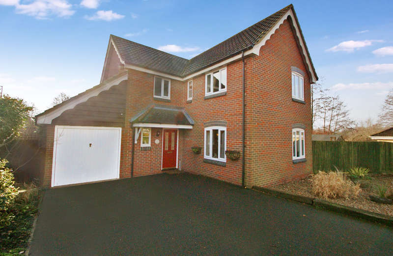 4 Bedrooms Detached House for sale in Horsbeck Way, Horsford, Norwich