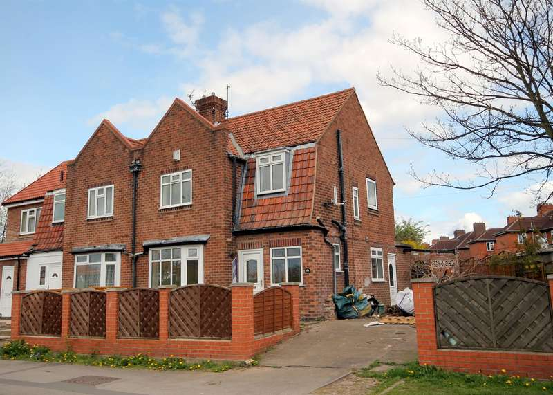 3 Bedrooms Semi Detached House for sale in Water Lane, York, YO30 6PL