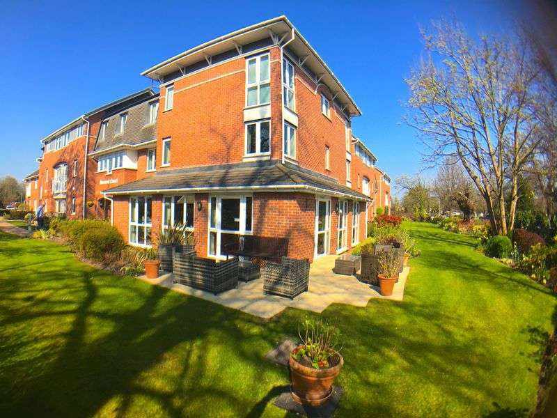 1 Bedroom Flat for sale in Bernard Court: ** NO CHAIN - VIEWS OF THE BEAUTIFUL COMMUNAL GARDENS **