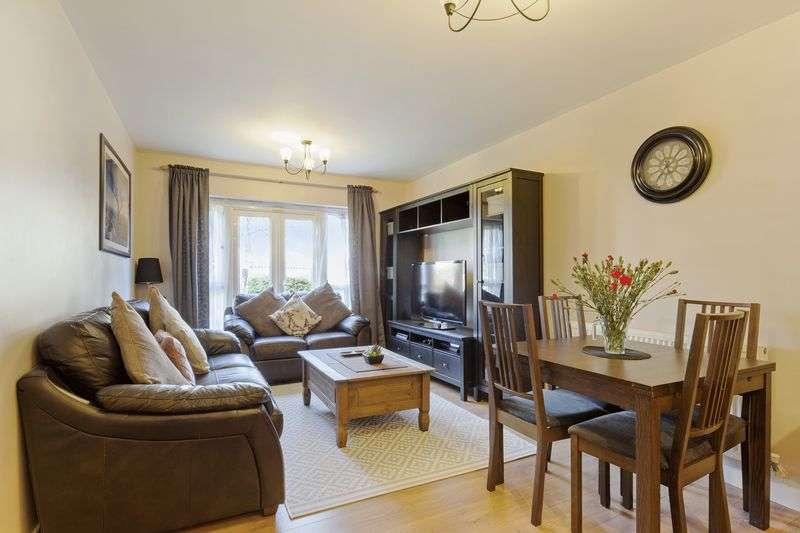 2 Bedrooms Flat for sale in Hemlock Close, Steatham Vale, London