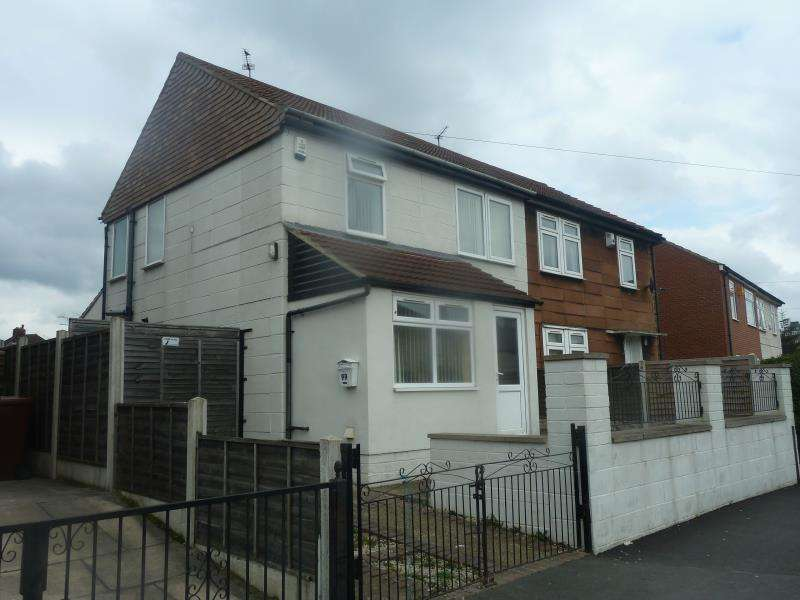 3 Bedrooms Property for sale in Foundry Approach, Harehills, LS9