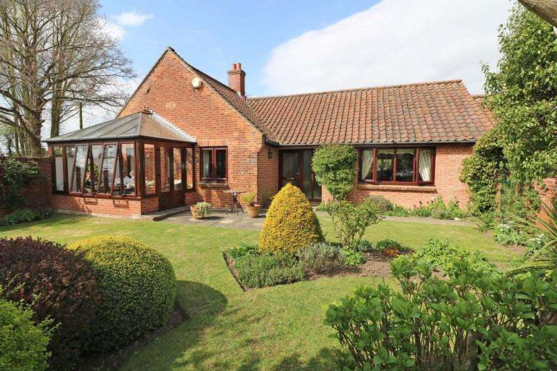 3 Bedrooms Detached Bungalow for sale in The Street, Colton, Norwich