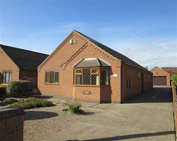3 Bedrooms Detached Bungalow for sale in 'Kenmore' High Street, Scotter, Gainsborough