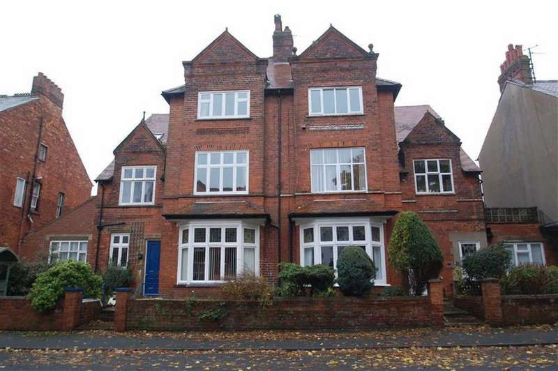 2 Bedrooms Flat for sale in Lonsdale Road, Scarborough, North Yorkshire, YO11