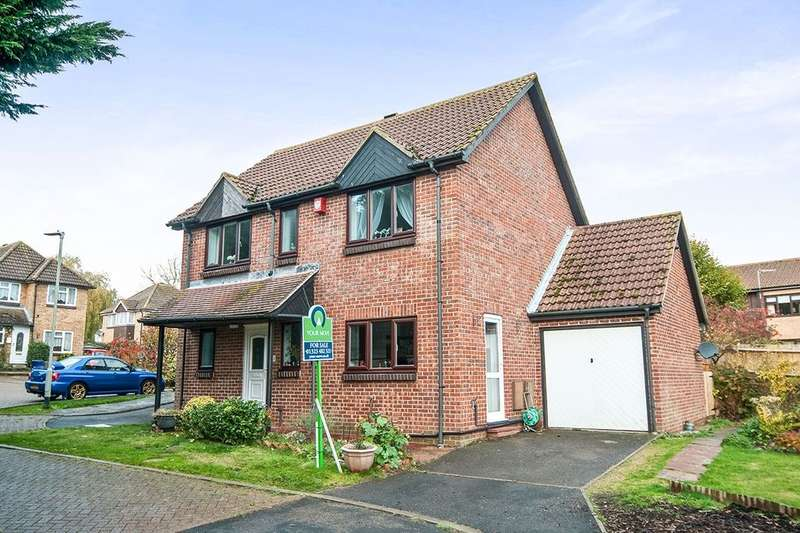 4 Bedrooms Detached House for sale in Greenacres Way, Hailsham, BN27