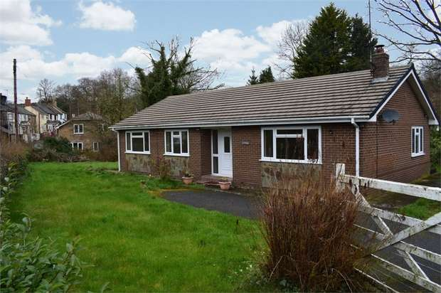 3 Bedrooms Detached Bungalow for sale in Bridge Street, Penycae, Wrexham