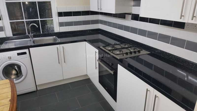 3 Bedrooms Apartment Flat for rent in Huskisson St, Liverpool