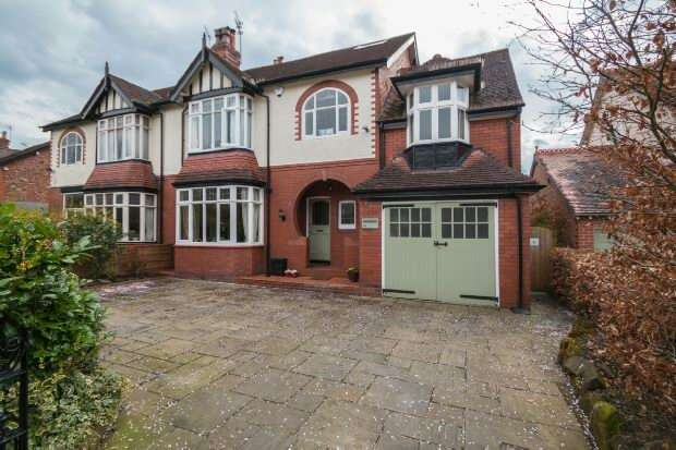 6 Bedrooms Semi Detached House for sale in Bower Road, Hale