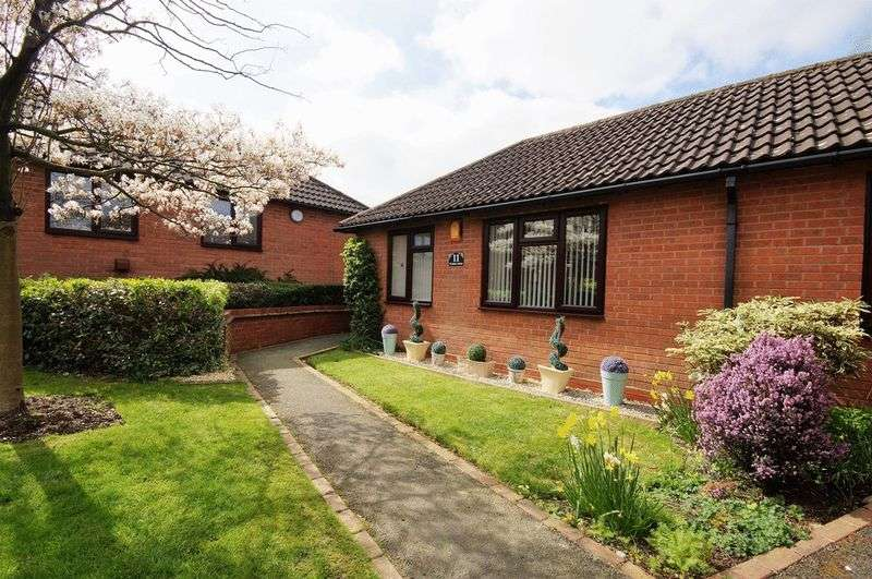 2 Bedrooms Semi Detached Bungalow for sale in Wyndham Gardens, KIngs Norton, Birmingham, B30 1DX