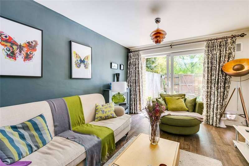 4 Bedrooms Flat for sale in East Hill, London