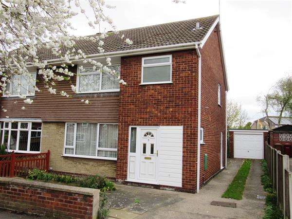 3 Bedrooms Semi Detached House for sale in Chiltern Crescent, Scunthorpe