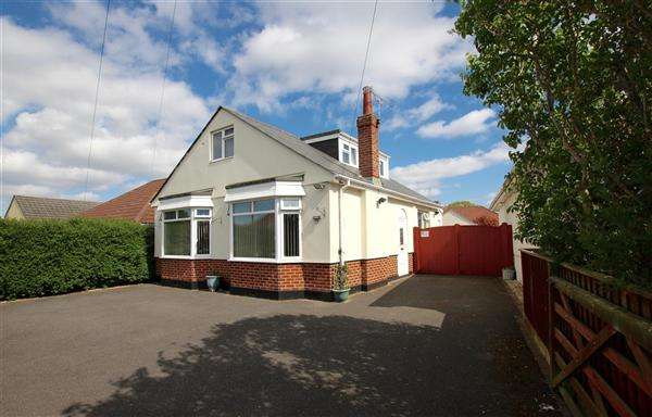 4 Bedrooms Bungalow for sale in Priestley Road, Bournemouth