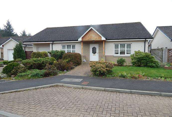 2 Bedrooms Bungalow for sale in 2 Caddon Haugh, Clovenfords, TD1 3LE