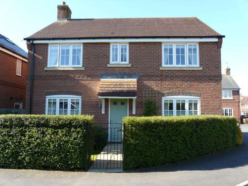 4 Bedrooms Detached House for sale in Newtons Walk, Baydon