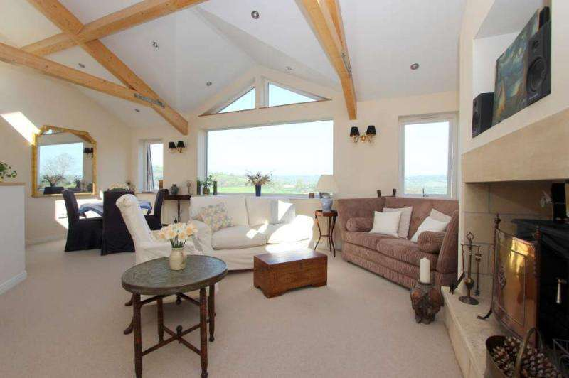 4 Bedrooms Detached House for sale in Solsbury Way