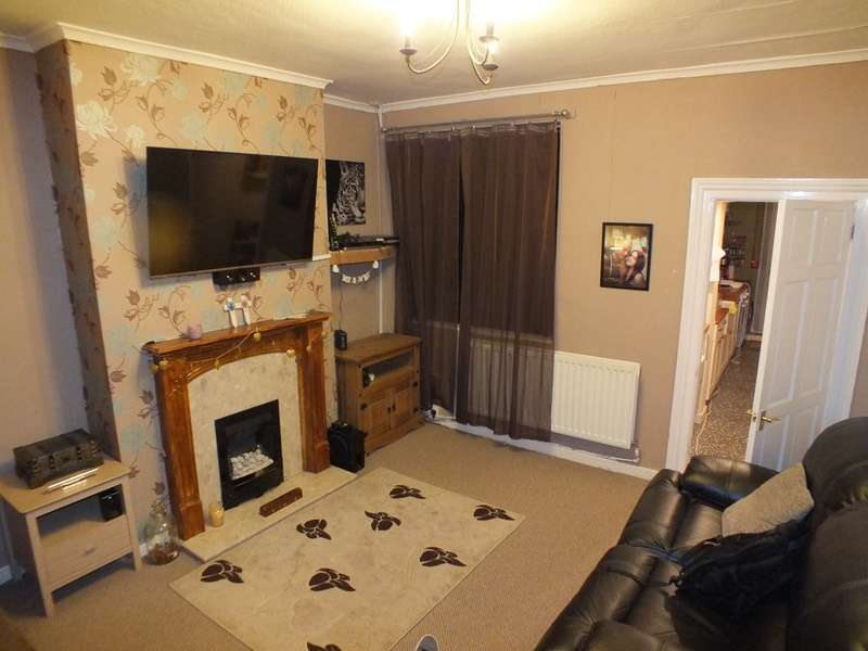 2 Bedrooms Semi Detached House for sale in School Road, Winsford, Cheshire, CW7