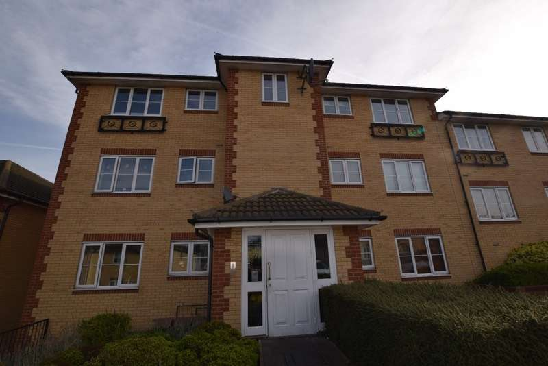 2 Bedrooms Flat for sale in Herent Drive, Ilford, Essex, IG5