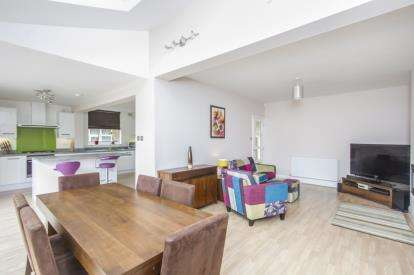 4 Bedrooms Semi Detached House for sale in Stanley Road, Leicester, Leicestershire