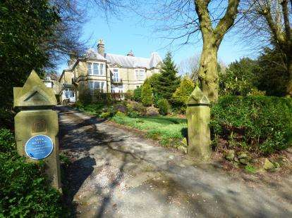 3 Bedrooms Flat for sale in Park Road, Buxton, Derbyshire