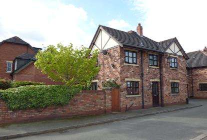 2 Bedrooms Semi Detached House for sale in Woodbine Road, Lymm, Cheshire