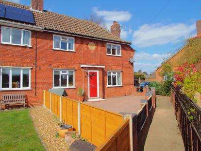 3 Bedrooms Semi Detached House for sale in Middletons Lane, Norwich, Norfolk