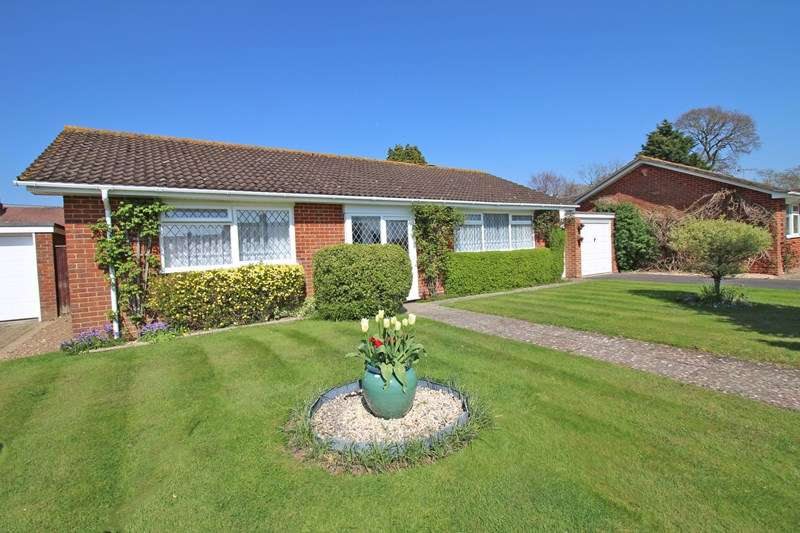 2 Bedrooms Detached Bungalow for sale in Golden Crescent, Everton, Lymington