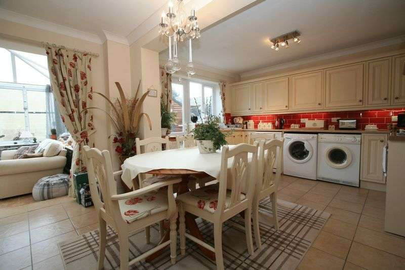 4 Bedrooms Semi Detached House for sale in Heol Ger-y-Felin, Llantwit Major