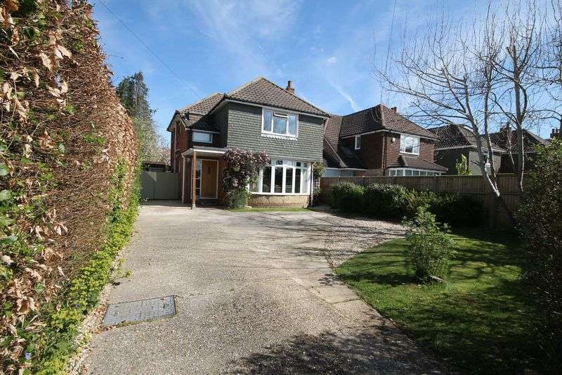 4 Bedrooms Detached House for sale in Wickor Way, Emsworth