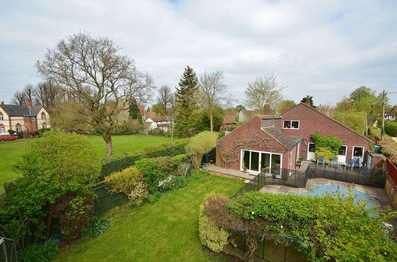 4 Bedrooms Detached House for sale in Manor Road, Towersey